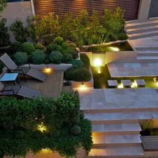 Выдающиеся фото от архитекторов и дизайнеров интерьера: большой садовый фонтан в современном стиле
