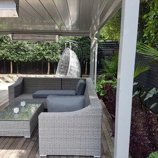Immagine di un giardino formale design esposto in pieno sole di medie dimensioni e dietro casa in inverno con un muro di contenimento e pedane