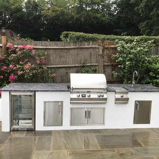 Outdoor Kitchens and BBQ Areas