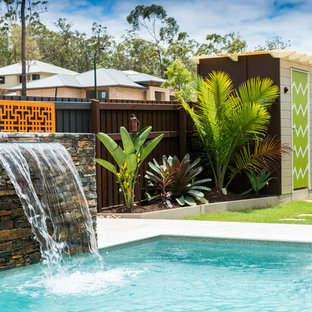 This is an example of a mid-sized modern side yard stone landscaping in Brisbane for summer.