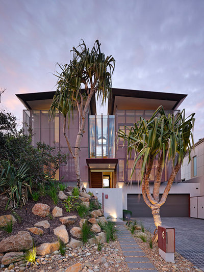 Australian native coastal plants bring the beach home for Beach house landscaping plants
