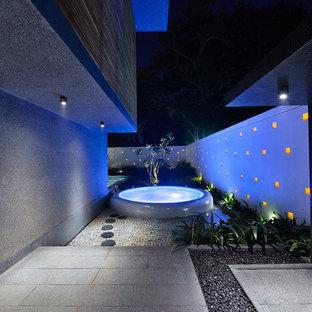 Immagine di un grande laghetto da giardino minimal
