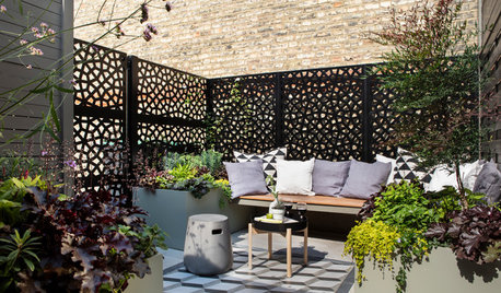 UK Garden Tour: A Tiny, L-Shaped Courtyard Gets a Chic Makeover