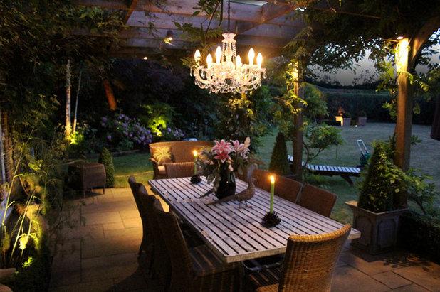 Farmhouse Garden by Ornamental Garden Lighting