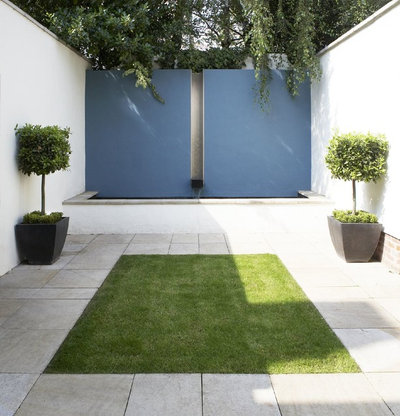 12 Fun Ideas and Ways to Transform an Outdoor Feature Wall
