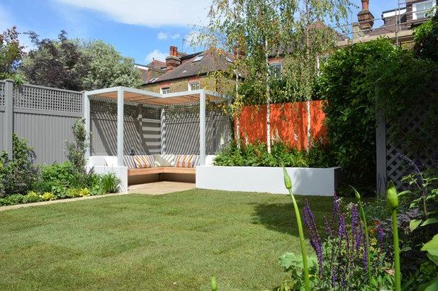 Современный Сад by Tom Howard Garden Design and Landscaping
