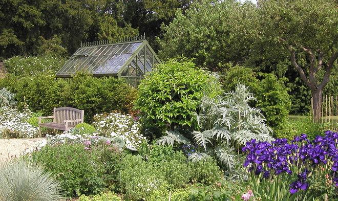 Traditional Landscape by Sam Butler Garden Design