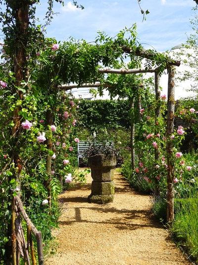 Country Garden by Claudia De Yong Garden Design