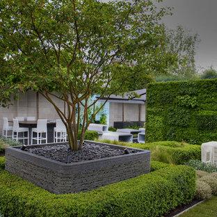 Immagine di un giardino formale moderno esposto in pieno sole sul tetto e di medie dimensioni con pedane