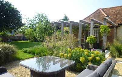 Tour a 4-Season English Garden Designed for Outdoor Living
