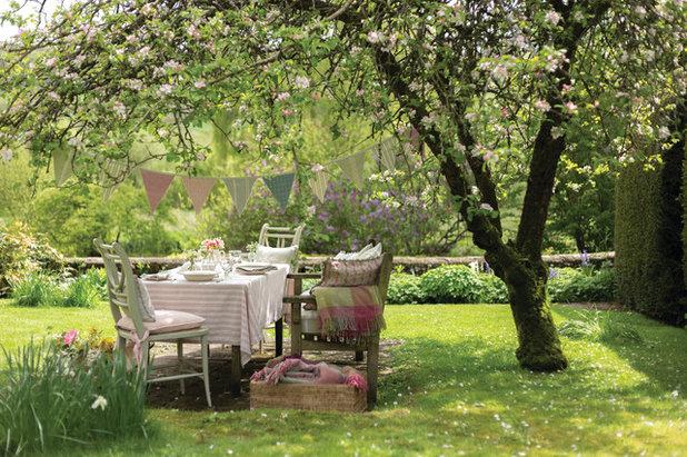 Shabby-chic Style Garden by Susie Watson Designs