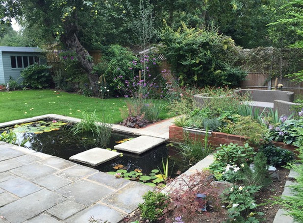 Traditional Garden by jackie gough garden design Ltd