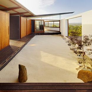 Asiatischer Garten mit direkter Sonneneinstrahlung und Dielen in Sydney