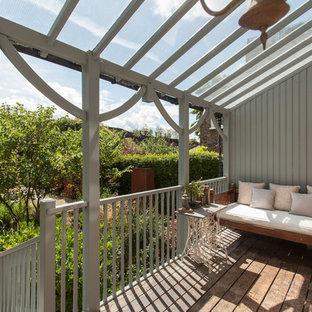 Ispirazione per un giardino classico di medie dimensioni e dietro casa con ghiaia