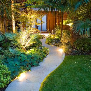 Ejemplo de camino de jardín asiático, en patio trasero, con adoquines de hormigón