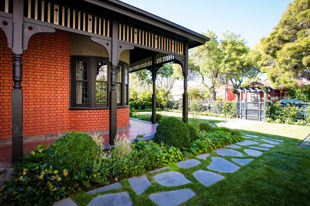 Contemporary Garden by Granite Works