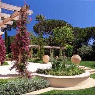 Inspiration pour un grand jardin méditerranéen avec une exposition ensoleillée et des pavés en pierre naturelle.