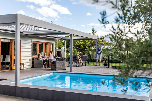 Contemporary Garden by Goom Landscapes Ltd