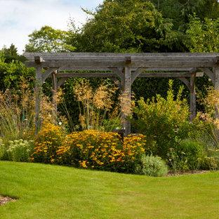 Ispirazione per un grande giardino minimal dietro casa