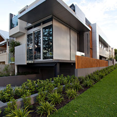 Modern Landscape by Tim Davies Landscaping