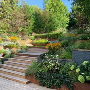 This is an example of a contemporary garden in London with a retaining wall and decking.