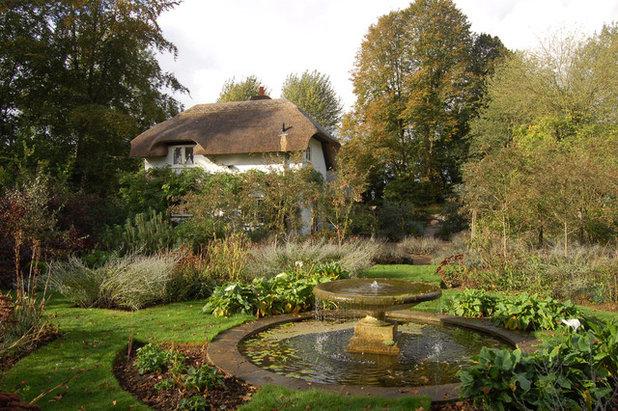 Traditional Landscape by Dodson Bros Thatchers LTD.