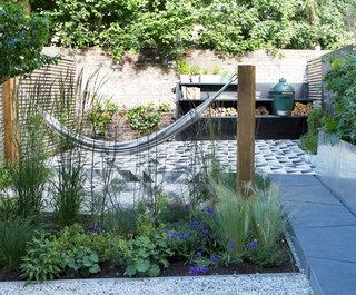 ' ' from the web at 'https://st.hzcdn.com/fimgs/1a01f76a0963901a_5837-w320-h265-b0-p0--contemporary-garden.jpg'