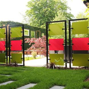 Ejemplo de jardín bohemio con muro de contención