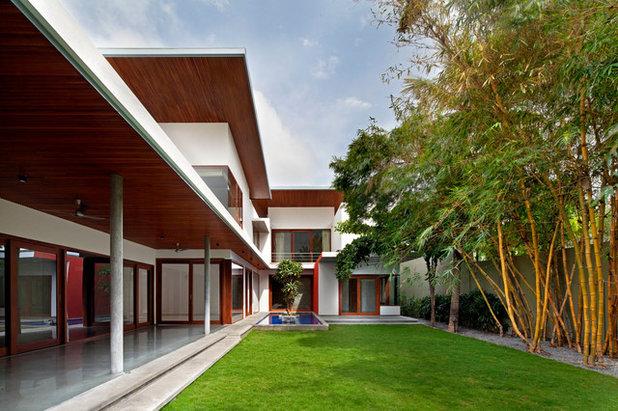 Contemporary Garden by Khosla Associates