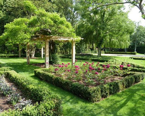 Medium sized garden design ideas renovations photos for Medium garden design ideas