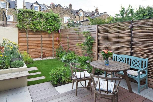 Farmhouse Garden by Really Nice Gardens