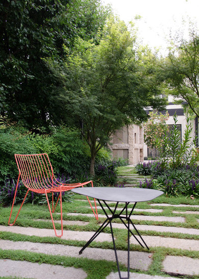 Contemporary Garden by Eckersley Garden Architecture