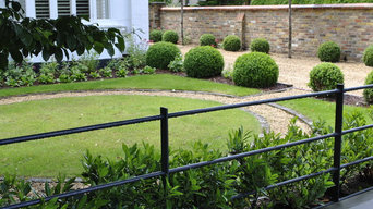 Traditional English front garden