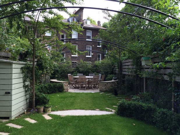 how to make a narrow garden appear wider
