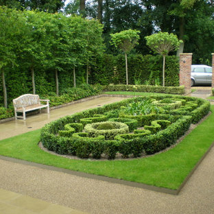 Photo of a medium sized traditional courtyard formal garden in Other.