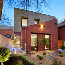 Contemporary Landscape by Platinum Building Group