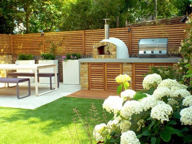 Contemporary Garden by Jenny Bloom Garden Design