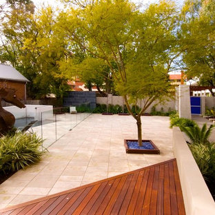 Design ideas for a contemporary landscaping in Brisbane.