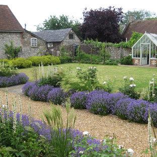 Photo of a farmhouse formal full sun garden in Hampshire.