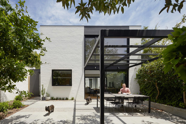Contemporary Garden by Andrew Child Architecture