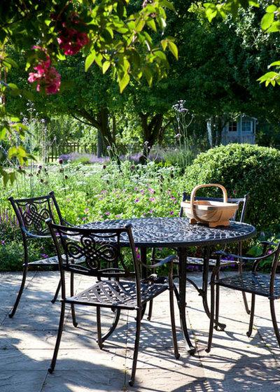 Klassisch Garten by Joanne Winn Garden Design