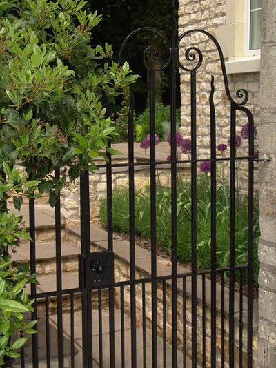 Farmhouse Garden by Melanie Jackson Garden Design