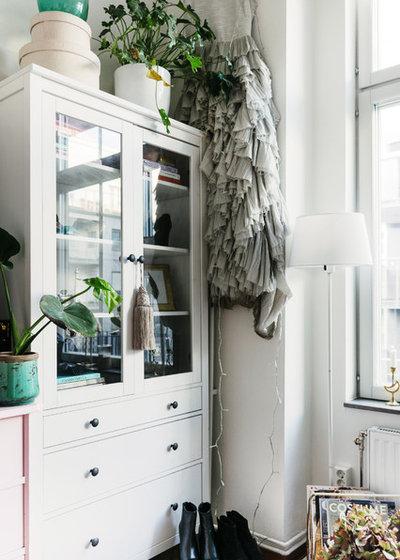 Nyklassisk Förvaring & garderob by Nadja Endler | Photography