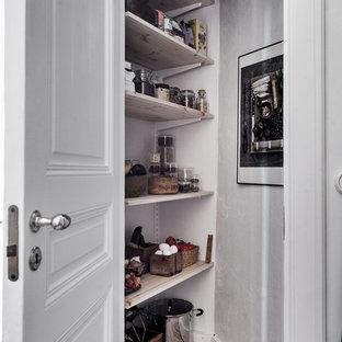 Exemple d'un armoire et dressing scandinave.