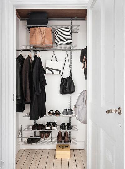 Scandinavian Wardrobe by Entrance Fastighetsmäkleri