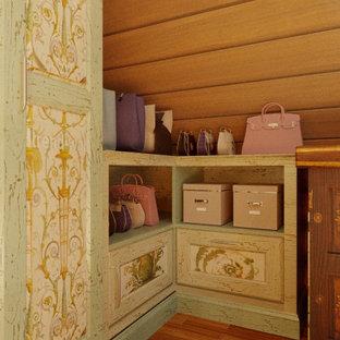 Diseño de armario vestidor rústico de tamaño medio
