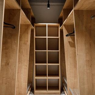 Imagen de armario vestidor industrial grande