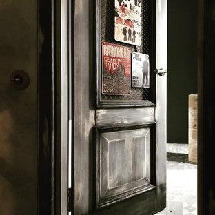 Ispirazione per una grande cabina armadio industriale con pavimento con piastrelle in ceramica e pavimento grigio