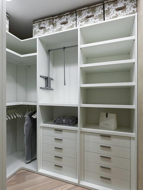 beige floor walkin closet idea in saint petersburg with flat
