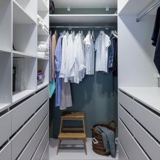 Идея дизайна: гардеробная в современном стиле